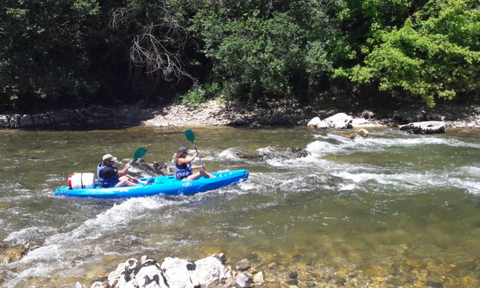 Kayak biplace sur l'Ardèche une rivière de classe II