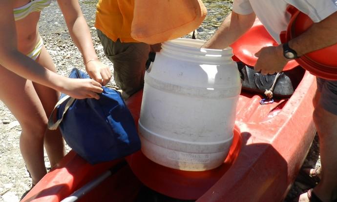 Bien choisir ce que l'on met dans son container étanche en canoë layak.