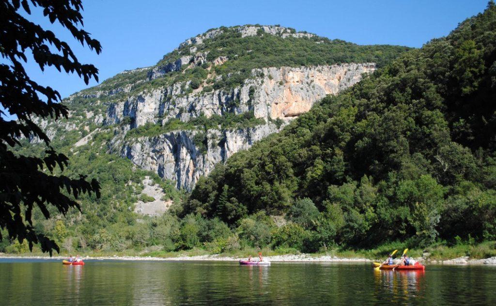 Traversée des Gorges de l'Ardèche en Canoë kayak de Vallon Pont d'Arc à Sauze en deux joursau départ de Vallon Pont d'Arc.