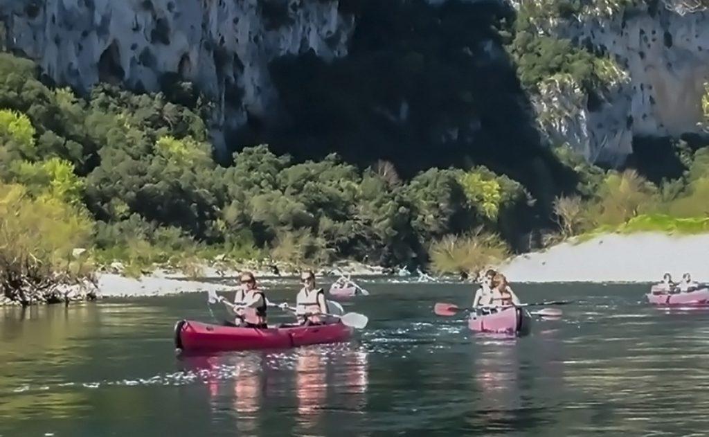 Le plaisirs du Canoë-kayak dans la Réserve Naturelle des Gorges de l'Ardèche