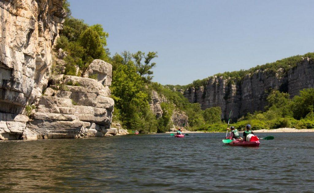 Le merveilleux paysage des Gorges du Chassezac en canoë Kayak