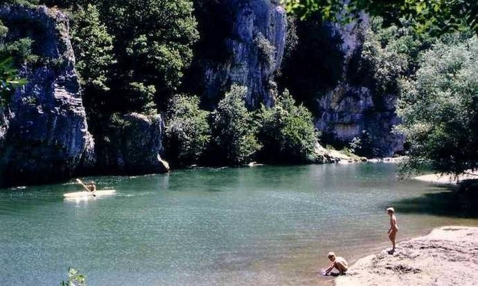 Une belle descente de la Cèze à découvrir en Canoë Kayak