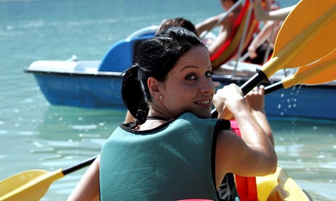 Un moment de plaisirs en canoë kayak sur le lac d'Aiguebelette.