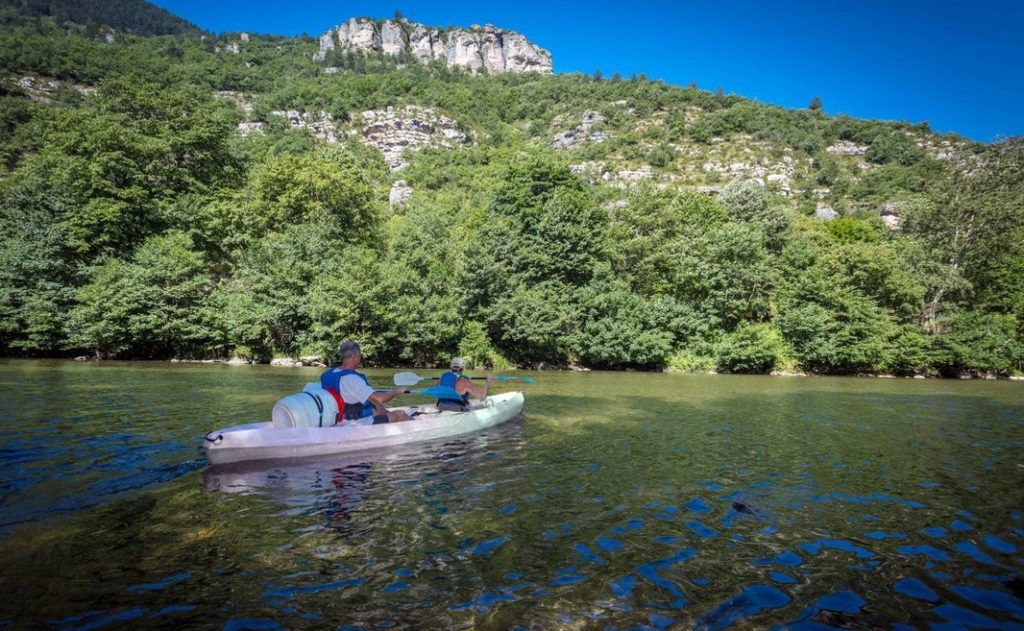 Location d'un canoë-kayak dans les Gorges du Tarn, descente au pied des causes.